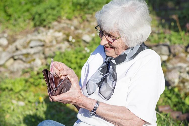 Ouderen laten besparingen liggen